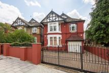 6 bedroom house in Streatham Common South...