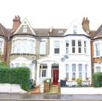 Flat in Holmesdale Road, London