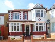 5 bed house in Glencairn Road...