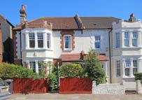 4 bed property to rent in Arragon Gardens...