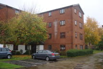 Flat to rent in Burnham Gardens, Croydon...