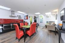 2 bedroom Flat in Cautley Avenue, London...