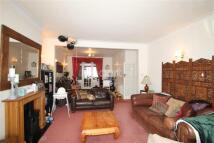 3 bedroom Detached house to rent in Preston Gardens, IG1