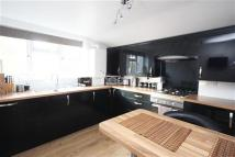 2 bed Flat to rent in ILFORD, IG1