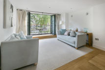 2 bed Apartment in GROVE HILL ROAD, London...