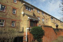 Ground Flat to rent in Bath Close, London, SE15
