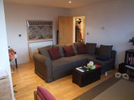 2 bed Flat to rent in East India Dock Road...