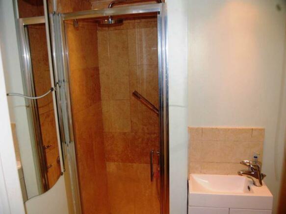 Shower grounf floor