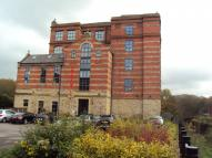 2 bed Flat to rent in Brook Mill...
