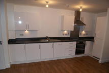 Flat to rent in Longbridge Road...