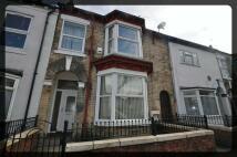 Flat to rent in De La Pole Avenue, Hull...