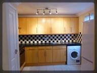 Flat to rent in Penshurst Mews...