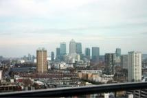 Studio flat to rent in Commercial Road, Aldgate...