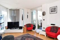 Flat in Hacon Square, Hackney, E8