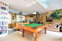 4 bedroom Flat for sale in Lauriston Road...