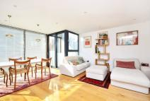 2 bedroom Flat to rent in Darnley Road, Hackney, E9