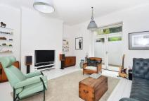 2 bed Flat in King Edward's Road...