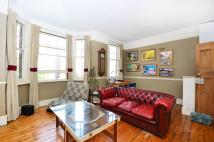 Maisonette to rent in Shacklewell Lane...