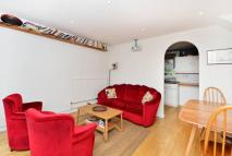 Maisonette to rent in Pownall Road, Haggerston...