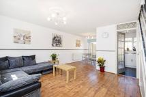property to rent in Park Close...