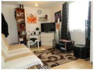 Studio flat in Dunlin Road...
