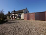 5 bedroom Chalet for sale in The Street Woodton...