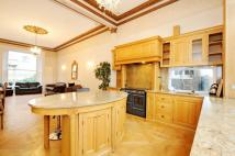 4 bed Flat in Pembridge Gardens...