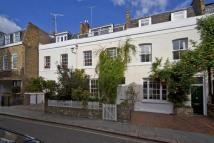 3 bedroom property in Queensdale Place Holland...