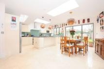 6 bedroom house in Brondesbury Park London...