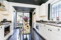 Flat for sale in Edith Road...