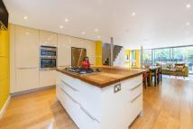 4 bedroom Terraced property for sale in Bolingbroke Road...