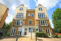 2 bedroom Flat to rent in Barker Close, Kew, Surrey