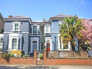 3 bedroom home in Kew Road, Richmond...