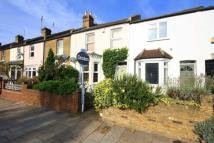3 bed property in Lower Mortlake Road...