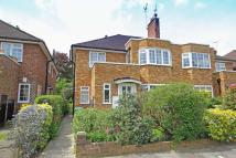 Flat to rent in Bishops Close, Richmond