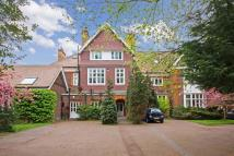 4 bed Flat in Longfield Drive...