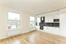 2 bedroom Flat in Barnsdale Road, London...