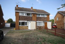 3 bed semi detached house to rent in VAUXHALL DRIVE, Reading...