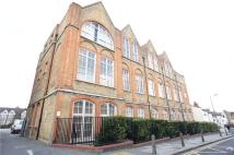 Flat to rent in School House Yard...