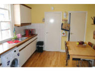 Flat to rent in Squires Lane...