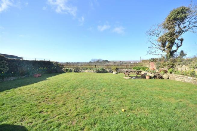 Another rear garden
