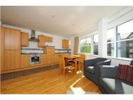 Flat to rent in London Road, Kingston...