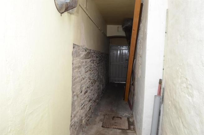 Enclosed Alley at Ba