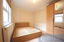 1 bed Flat to rent in Ferme Park Road...