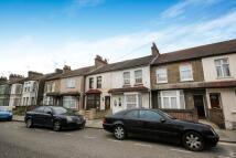 5 bedroom Terraced house to rent in Harrow Road, Barking