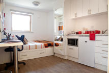 3 bed Flat to rent in 128 Herne Hill, London...