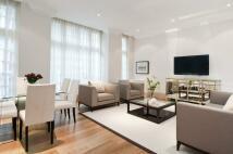 3 bedroom Flat in Hertford Street, Mayfair...