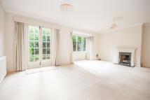 3 bedroom property in Glentham Road, Barnes