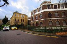 2 bed Ground Flat in West Park Road, Southall...