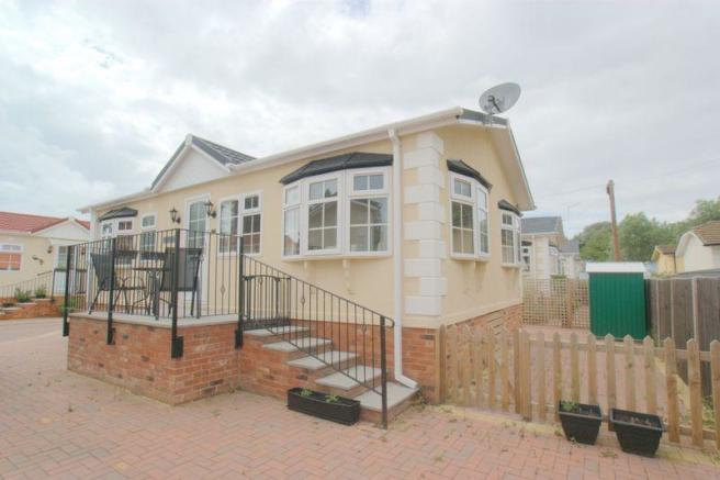 2 Bedroom Park Home For Sale In Iford Bridge